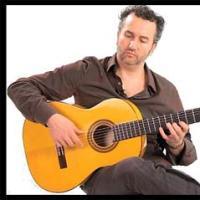 Eu devo aprender a tocar violão com os dedos ou com palheta?